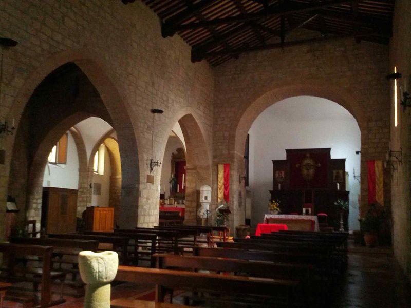Bibbona Chiesa Sant Ilario navata centrale